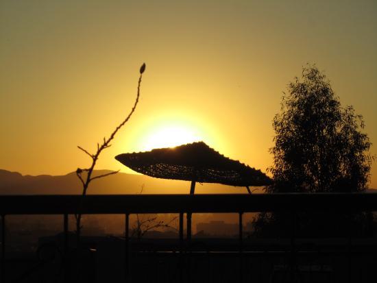 Dar Bergui: Coucher de soleil de la terrasse le premier soir