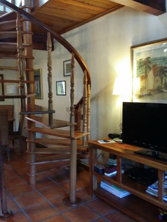 Casa de Paradise: Living and dining area plus stairs to 2nd level