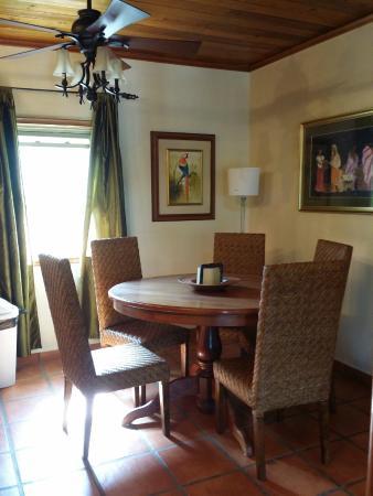 Casa de Paradise: Dining room area