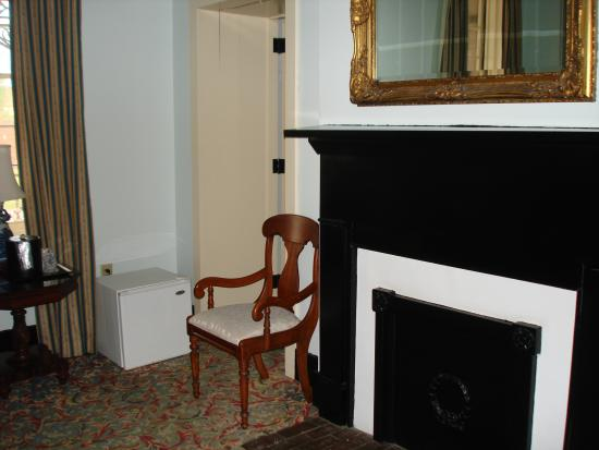 St. James Hotel : Room pic 2