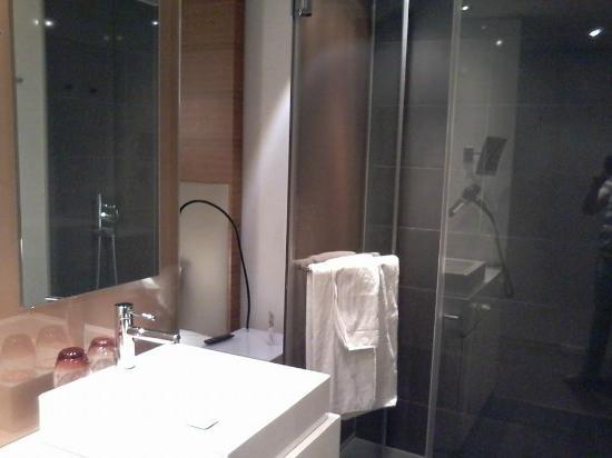 Legere Hotel Luxembourg : Belle Salle De Bain Douche Italienne