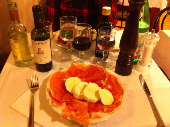 Hostaria Farnese : Parma ham&buffalo mozzarella