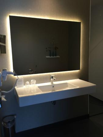 Badkamer meubel - Picture of Van der Valk Hotel Veenendaal ...