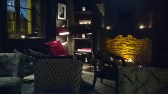 Hotel Le Chatelet: le bar lounge le soir