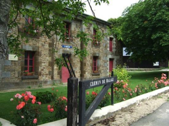 Hede, France: La Maison du canal