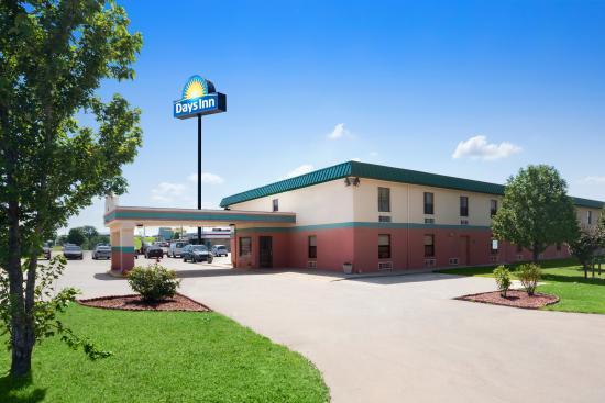 Days Inn Wichita North: exterior Enterance
