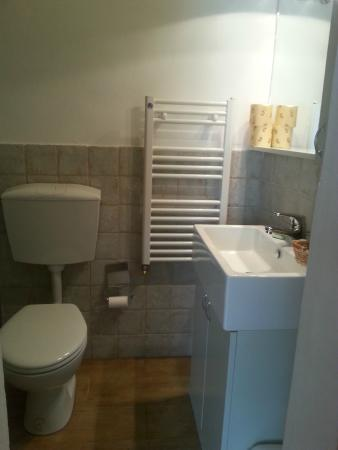 Villa Zara : small modern bathroom