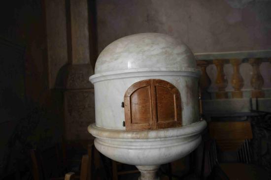 Nicola: interno chiesetta