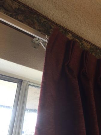 California Suites Hotel: drapes