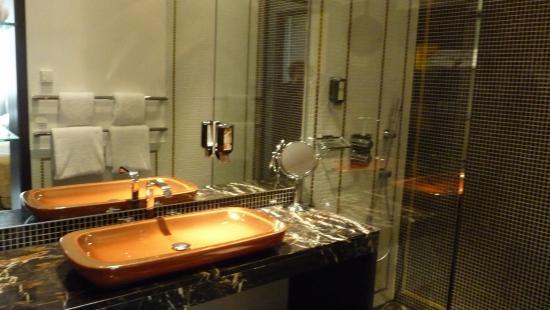 MyPlace Premium Apartments   City Centre: El Bonito Lavabo De Diseño Que,  Junto Con