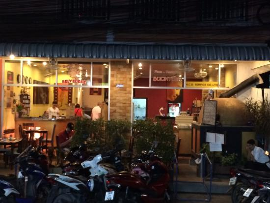 Bucintoro Pizzeria-Ristorante : It is easy to miss the restaurant when you walk by - I wish we had...