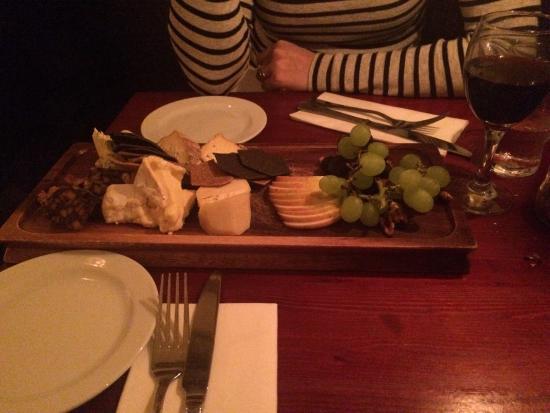 The Horseshoe: Cheese board !!
