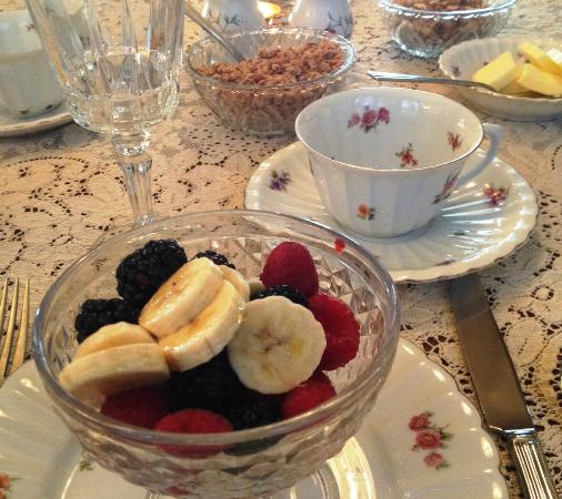 LeBlanc House Bed and Breakfast: Fresh fruit each morning.