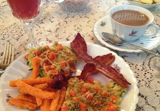 LeBlanc House Bed and Breakfast: Spinach frittata, fried sweet potatoes and bacon.