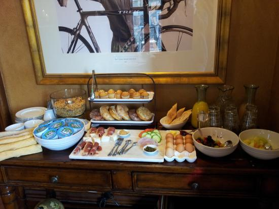Mansion Hill Inn: Lovely light breakfast in the morning!