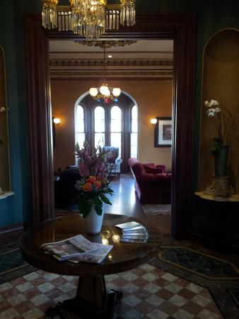 Mansion Hill Inn: Charming Lobby!