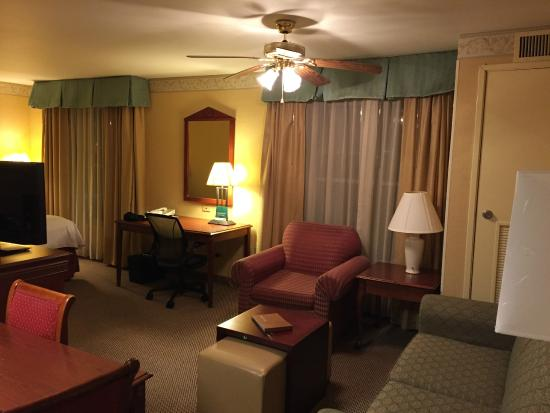 Homewood Suites Detroit Troy : large suite with seating area