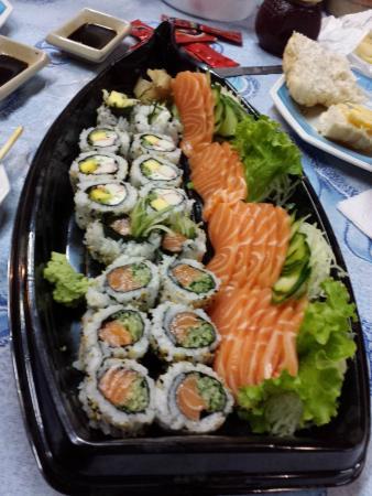 Daikon Sushi Bar e Pizzaria : Sashimi, sushi california e sushi skin
