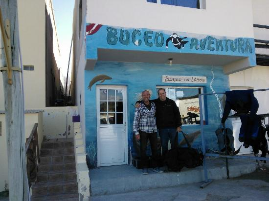 Puerto Piramides, Argentyna: Caco y Diego (un amigo del grupo que viajó con nosotros)