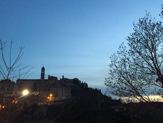 Terme di Montepulciano: Veduta serale del paese