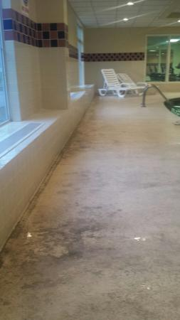 Country Inn & Suites by Radisson, Chattanooga I-24 West, TN: Mystery stains, un vacuumed room, and dirty pool area