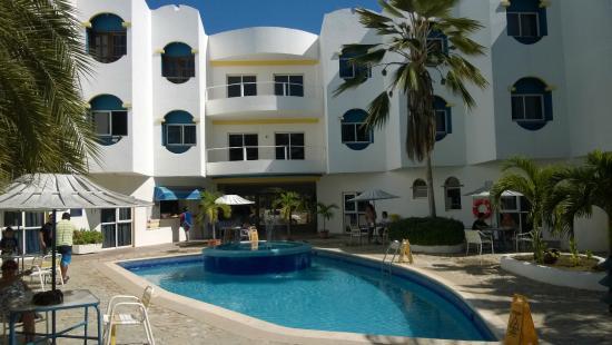 Hotel Windsurfers Oasis : Vista do hotel e piscina.