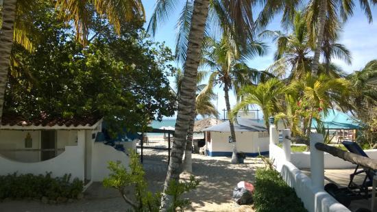 Hotel Windsurfers Oasis : Vista da praia a partir da área da piscina.