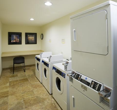 TownePlace Suites Houston Intercontinental Airport: Laundry