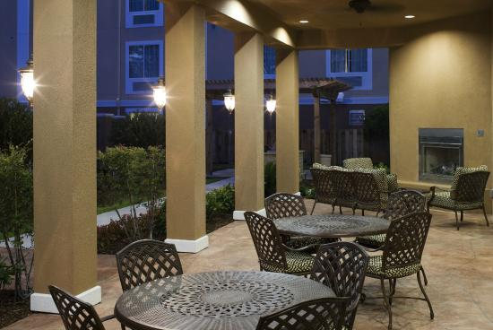 TownePlace Suites Houston Intercontinental Airport: Patio