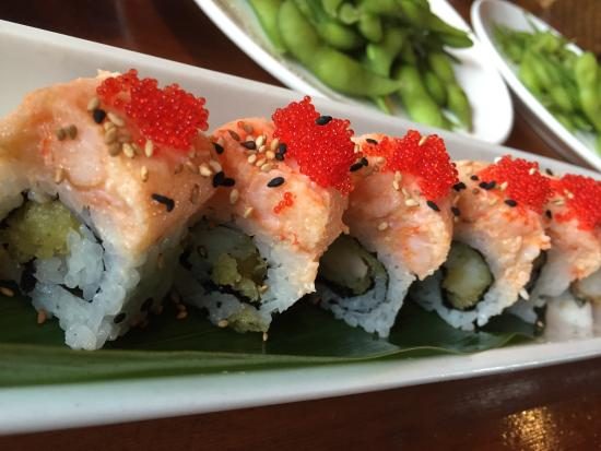Genghix Asian Fusion: Lobster and shrimp roll