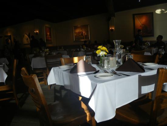 Goldminer's Daughter Lodge: dining room
