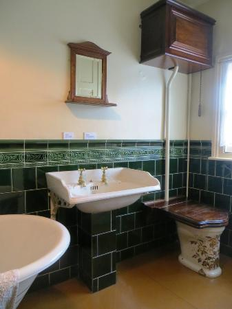 Image gallery edwardian toilet for Bathroom design derby
