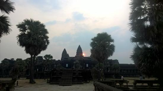 Angkor Guide Sopanha Private Tours: The suspenseful sunrise we were waiting for over an hour for