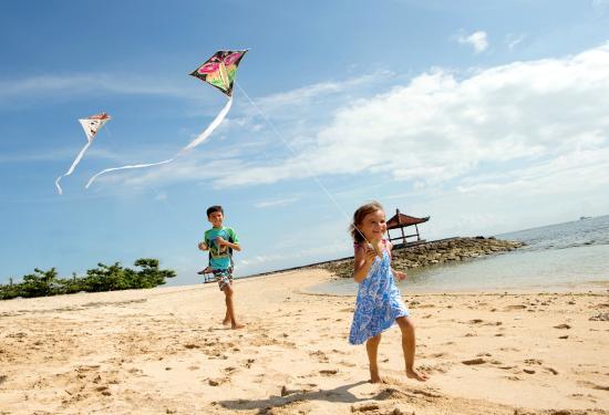 Holiday Inn Resort Bali Benoa Kids Activities Playing Kites By The Beach