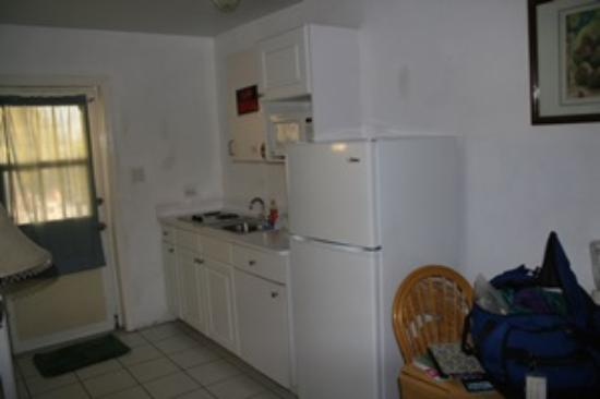 Harbour View Apartments and Studios: Kitchen area