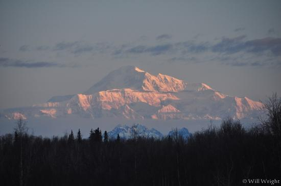 Talkeetna Denali View Lodge & Cabins: Beautiful view from our window