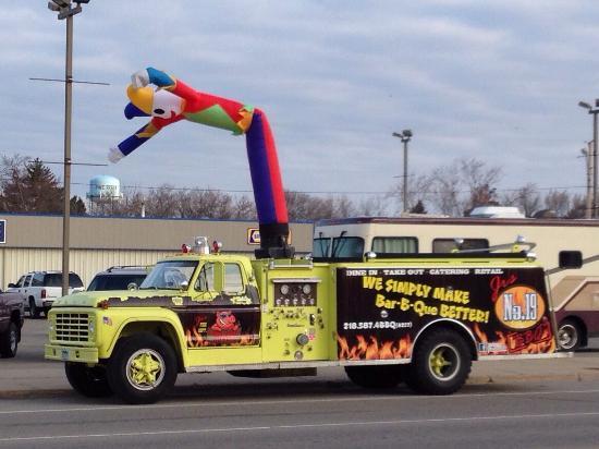 Jr's No. 19 BBQ Co. : Follow the Firetruck!