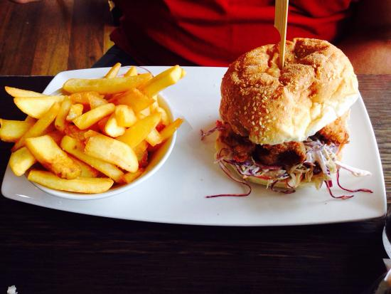 The Waterfront Cafe: Great Burger according to hubby!
