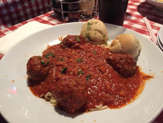 Village Pizzeria: Spaghetti and meatballs