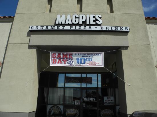 Magpies Gourmet Pizza: The Outside