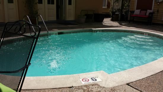 Hotel St. Pierre: Pool (max depth 6 ft)
