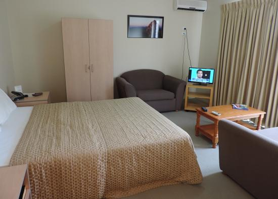 Broadwater Motel: our room was very good,april 2015