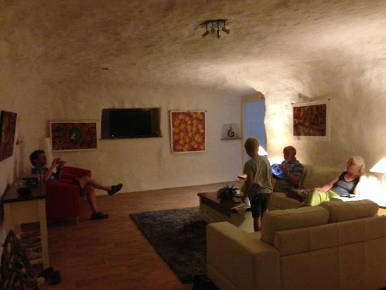 Underground Bed & Breakfast: Relaxing i the cool
