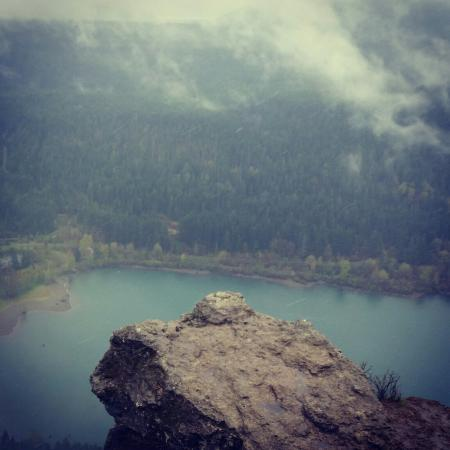 Rattlesnake Mountain Trail : Gorgeous views and fairly easy hike!