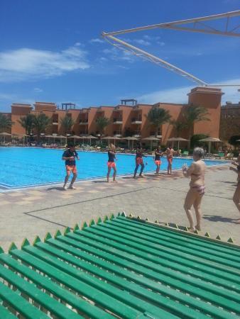 The Three Corners Sunny Beach Resort : Animatie bij het grote zwembad