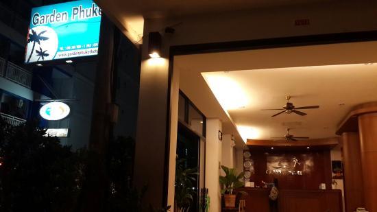 Garden Phuket Hotel: Near hotel at night