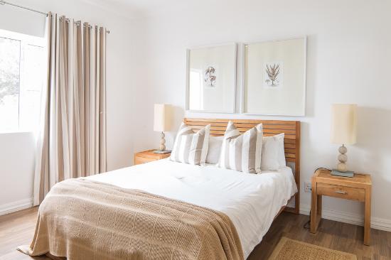 Gordon's Bay Luxury Apartments: Lovely bedroom Atlantic View