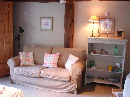 The Old Manor House Bed & Breakfast: Twin room sitting area