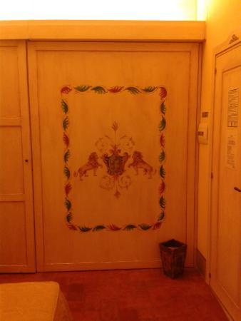 B&B Casa Leopardi: Dettaglio parete camera Silvia