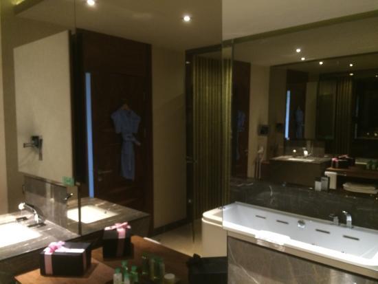 Maxx Royal Belek Golf Resort: Badkamer met jacuzzi